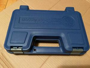 Smith and Wesson Blue Plastic Gun Case, Medium Heavy Duty NEW!! # 39032