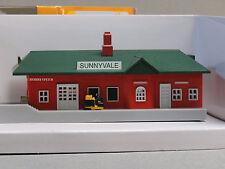 BACHMANN N SCALE PLASTICVILLE PASSENGER STATION n gauge train track side 45908