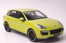 Porsche Cayenne Turbo S 2014 car model in scale 1:18 green