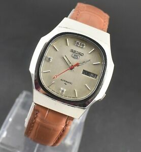 VINTAGE SEIKO 5 AUTOMATIC 17 JEWELS CAL.7009A DAY DATE MEN'S WRIST WATCH