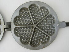 Altes Waffeleisen aus Aluguss mit 5 Herzformen, um 1940/50 • Tolle Dekoration •