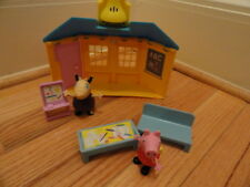 FISHER PRICE PEPPA PIG SCHOOL HOUSE PLAYSET W/ PEPPA & MADAME GAZELLE Pre-Owned