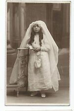 BM830 Carte Photo vintage card RPPC Enfant jeune fille communion robe blanche