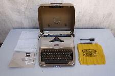 alte Schreibmaschine old typwriter Triumph perfekt norm mit Anleitung und Koffer
