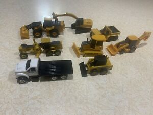 ERLT Vintage Lot Of John deere Heavy Equipment Diecast/plastic Vehicles