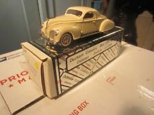 DURHAM CLASSICS 38 1938 LINCOLN ZEPHYR  TWO DOOR COUPE CREAM 1:43 DIECAST IN BOX