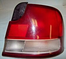 1994 1995 HYUNDAI ELANTRA TAILLIGHT PASSENGER SIDE  VERY GOOD CONDITION //