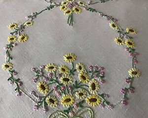 GORGEOUS VINTAGE LINEN HAND EMBROIDERED TABLECLOTH~DAISIES & FORGET ME NOTS.