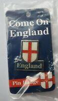 acc567) England supporters metal badge BNIP any sport