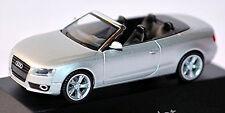 Audi A5 Cabriolet 8T 2009-11 in PC-Vitrine Display-Box glace argent métallique 1