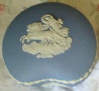 ❤WEDGWOOD JASPERWARE CHARIOT HORSES Kidney Shaped Trinket Dresser Box Vintage❤