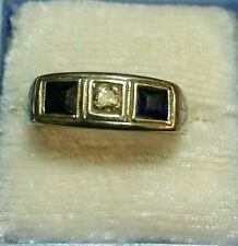 ANTIQUE HAND ETCHED ART DECO 18KT WHITE GOLD DIAMOND & SAPPHIRES RING 6.6 GRAMS