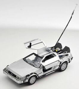 BLITZ VERSAND DeLorean Zurück in die Zukunft 1 Back to the Future I 1:24 NEU 43