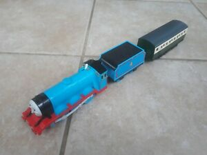 Thomas Trackmaster Gordon Train with linked tender & Express Carriage, batt op'd