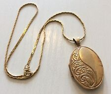 Lovely Ladies Hallmarked Vintage 9ct Gold Oval Locket Pendant & 9ct Gold Chain