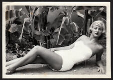 LUSCIOUS MARILYN PINUP POSE SMOKING HOT BLOND WOMAN ~ 1950s 5x7 VINTAGE PHOTO