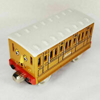 2002 Thomas & Friends Clarabel & Annie Take N Play Magnet Diecast 2 Train Cars