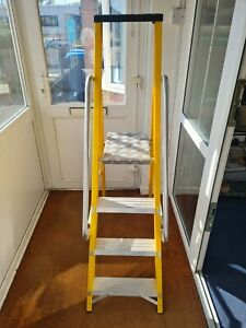 LYTE GFBP4 Stepladder with Handrails