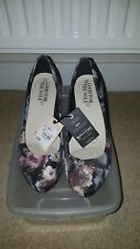 Good for the sole 4, Flower print heels