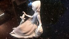 Lladro Figurine #4660 Shepherdess with Dove Mint Condition