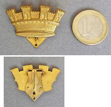 Clip broche en métal doré avec chateau médieval vers 1940 castle