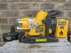 DeWALT-DW073 Rotary Laser Level Kit - With/  (2) Batteries and Charger