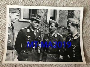 WW2 GERMAN PRESS PHOTOGRAPH - GROUPING OF LUFTWAFFE KNIGHTS CROSS WINNERS