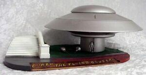 Terre vs The Volant Soucoupe de Luxe Vaisseau Spatial Kit 101MM01