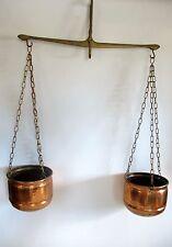 Schöne ältere Kupfer Töpfe mit Messing Waage Hängend Dekoration
