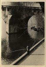 PHOTO ANCIENNE - VINTAGE SNAPSHOT -PÊCHE À LA LIGNE PÊCHEUR QUAI PARIS-FISHERMAN