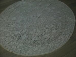 VINTAGE HAND CROCHETED WHITE LACE OVAL TABLECLOTH, 147cm x 120 cm