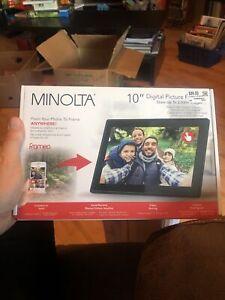 """Minolta 10"""" HD Smart Wi-Fi Digital Photo Frame #MN632"""