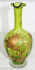 Baccarat, jolie carafe en cristal vert émaillé, doré