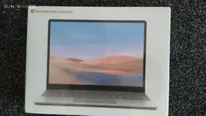 "Microsoft Surface Go 12.4"""