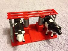 New-Ray Cattle Stand / Gate with 2 Cows - Made of Plastic