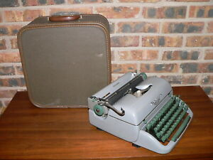 Vintage 1958 Remington Letter-Riter De Luxe Manual Portable Typewriter w/Case