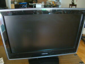 """Toshiba 19LV610U - 720p 19"""" LCD HD TV/DVD Combo Tested Great Working Condition"""