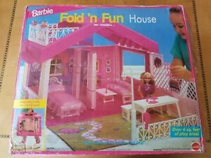 Vintage 1992 Barbie Fold 'N Fun HouseTurns into a carrying case Mattel