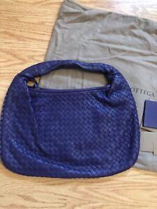 Bottega Veneta Neppa Intrecciato M Hobo Leather Woven Handbag