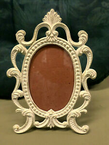 3373M Vtg TAIWAN 3.5x5 Frame Oval View White/Gold Ornate Scroll Cast Iron Metal