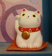 maneki neko chat porte bonheur blanc du japon japonais