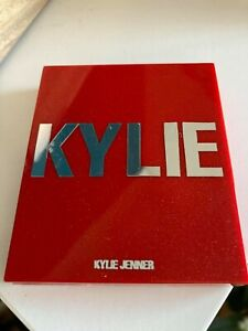 Kylie Cosmetics HOLIDAY 2019 Santa's Wifey Blush & Sexy Santa Highlighter Duo