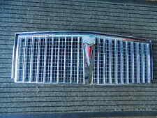 1982-1986 Pontiac Bonneville griglia anteriore/Front grill con emblema, NUOVO/NEW-nos GM