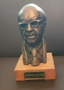 Dr. FORREST C. SHAKLEE VITAMIN Corperation Vintage 1972 Bust ---  Rare piece!