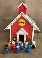 Vintage Fisher Price Little People Play Family School House #923 figures chairs