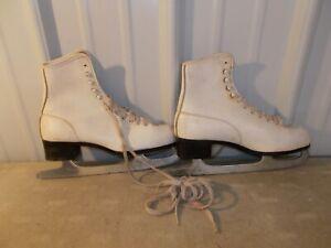 Vintage Ice Skates White Women's  Figure Ice Skate Canadian Royal Blade