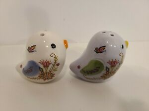 Little Birdies with Floral decorations set of Salt and Pepper Shakers