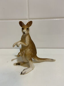 Schleich Kangaroo with Joey Retired