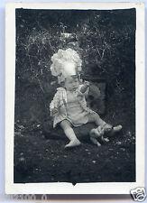 photo ancienne . fillette avec son poupon en celluloïd