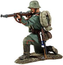 BRITAINS SOLDIERS 23009 - 1916-18 German Infantry Kneeling Firing WW1
